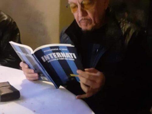 Enrico Ruggeri legge Il Foglio Letterario Edizioni